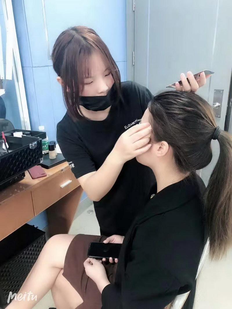 化妆技术手法实践