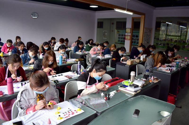 佛山市美甲培训哪家好,南海桂城顺德附近的美甲培训学校那个好