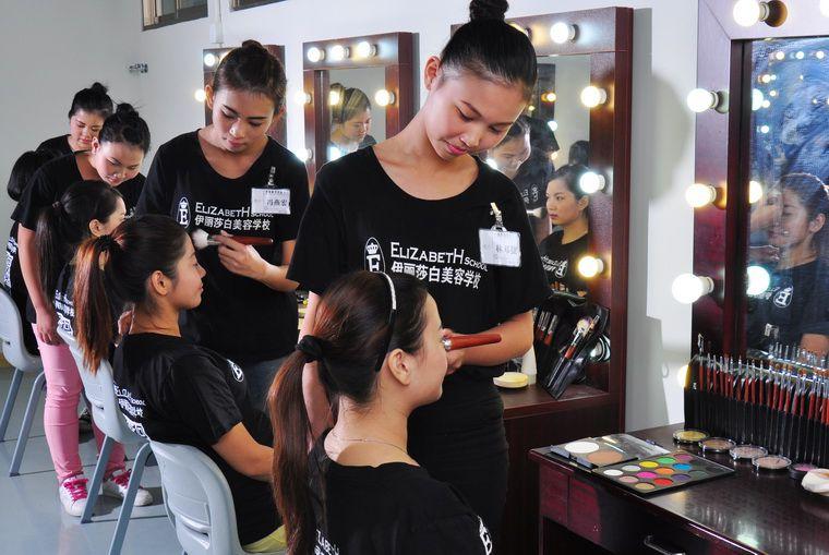 广州白云伊丽莎白学校化妆技术怎么样?